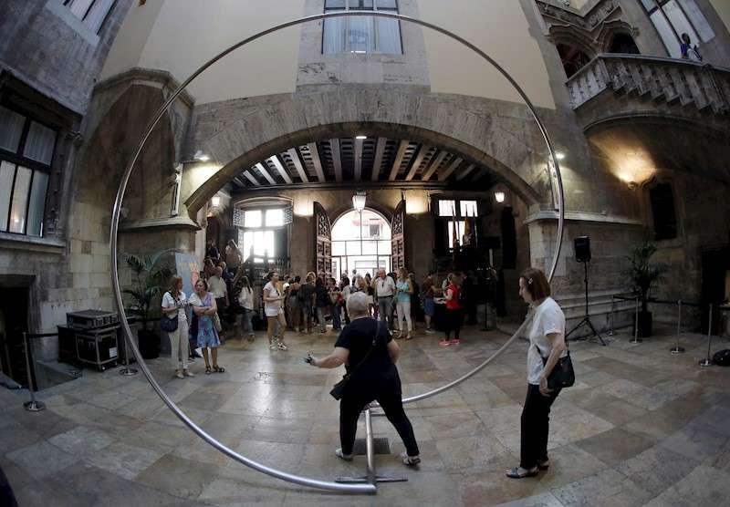 Varias personas en el interior del Palau de la Generalitat. EFE/Archivo