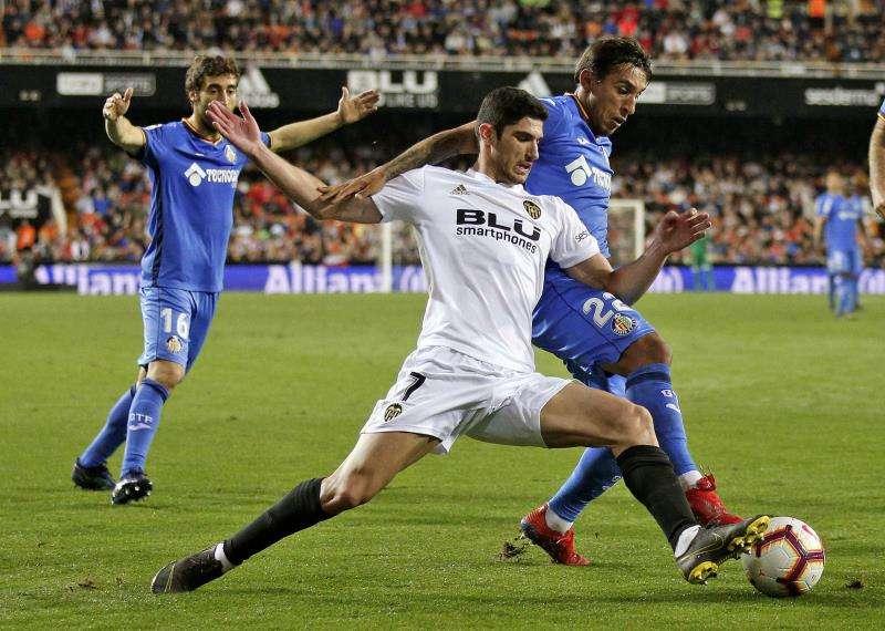 El centrocampista portugués del Valencia Gonzçalo Guedes. EFE