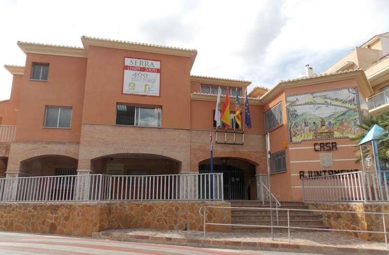 El Ayuntamiento de Serra. //EPDA