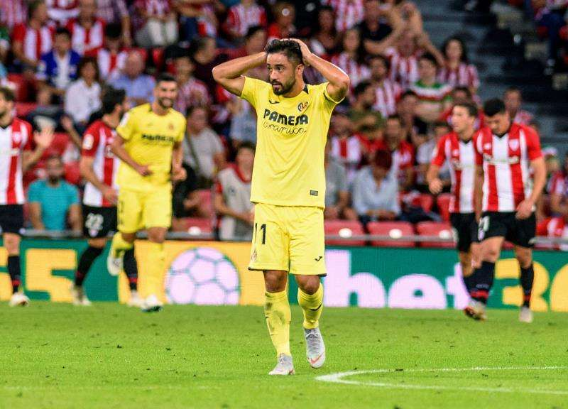 El defensa del Villarreal Jaume Costa se lamenta tras una ocasión fallada por su equipo en un partido. EFE/Archivo