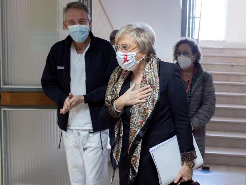 La consellera de Sanidad,l Ana Barceló, junto al Gerente del departamento de salud de Castelló, Ricardo Tosca. EFE