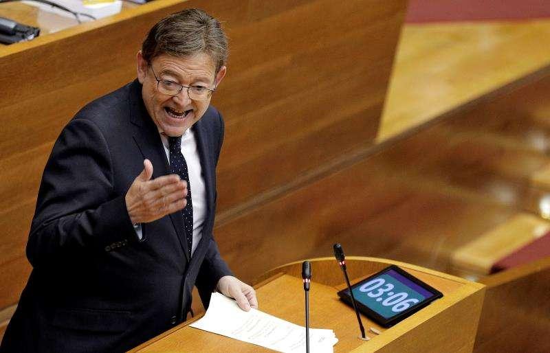 El president de la Generalitat, Ximo Puig, responde en el pleno de Les Corts a preguntas de los portavoces parlamentarios . EFE