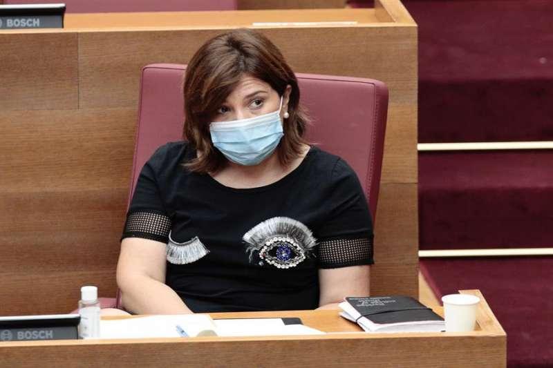 La portavoz del grupo popular en Les Corts y presidenta del PPCV, Isabel Bonig, en su escaño de Les Corts.EFE/ Biel Aliño/Archivo