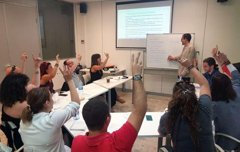 Grupo de trabajo del Consell de la Joventut de València.
