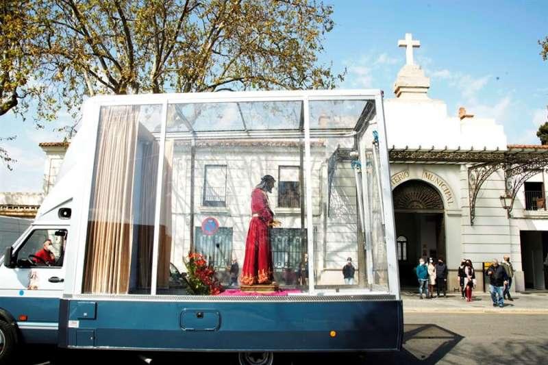Imagen cedida por el Arzobispado del Valencia del traslado del Cristo de Medinaceli en la