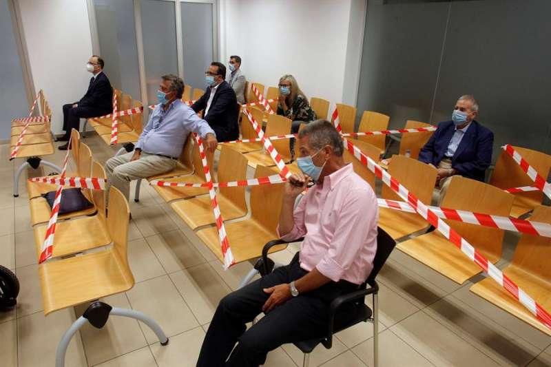 Vista general del banquillo de acusados en la celebración del juicio por el por el presunto amaño del Plan General de Urbanismo (PGOU). EFE