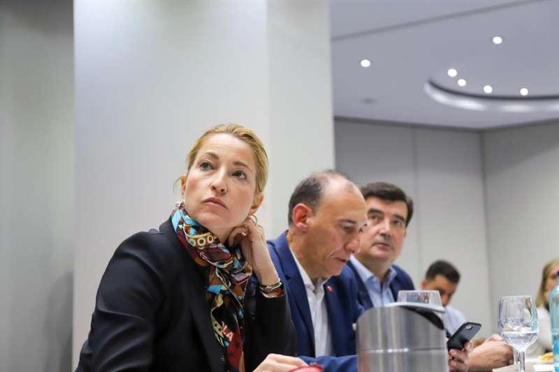 La cabeza de lista de Ciudadanos al Congreso, María Muñoz, sigue el escrutinio electoral, en una imagen facilitada por su partido. EFE