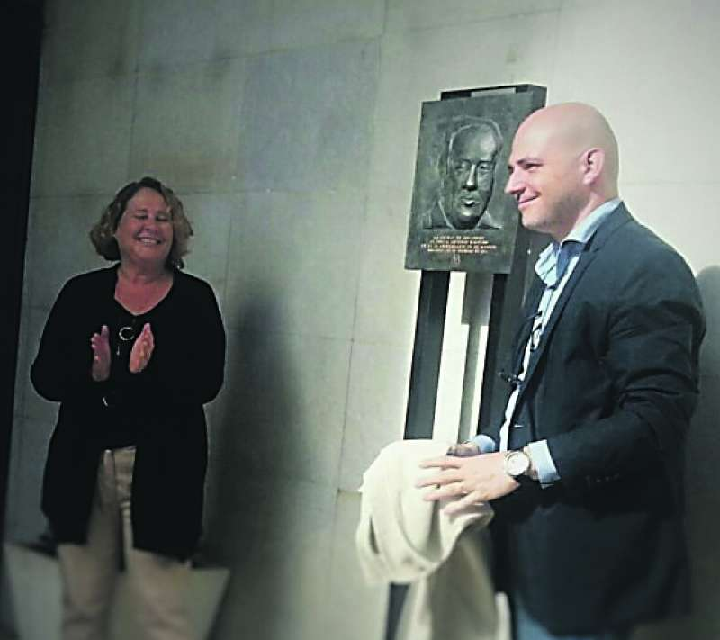 Inauguración del busto de Machado. EPDA