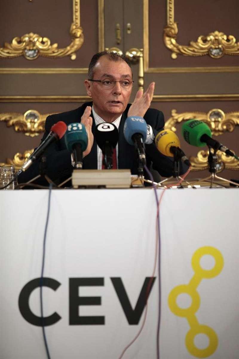 El presidente de la Confederación Empresarial de la Comunitat Valenciana (CEV), Salvador Navarro, en una comparecencia ante los medios en enero. EFE/Biel Aliño/Archivo