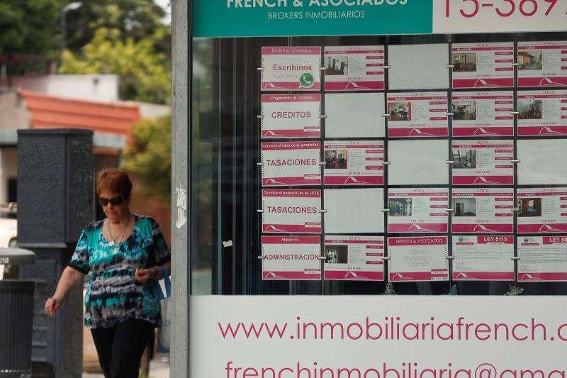 Vista de un anuncio de una inmobiliaria. EFE/Archivo