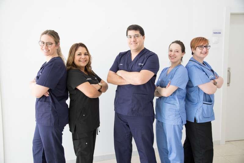 Equipo de profesionales que trabajan en la clínica dental de Paterna. / EPDA