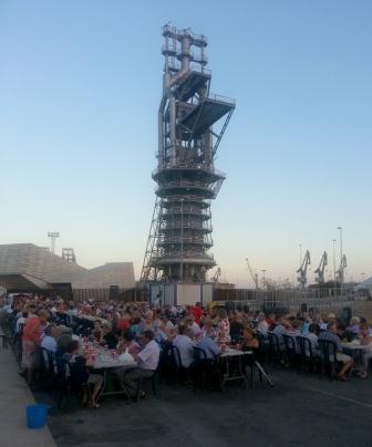 Merienda con las personas mayores en las Fiestas Patronales del Puerto de Sagunto. Foto: EPDA