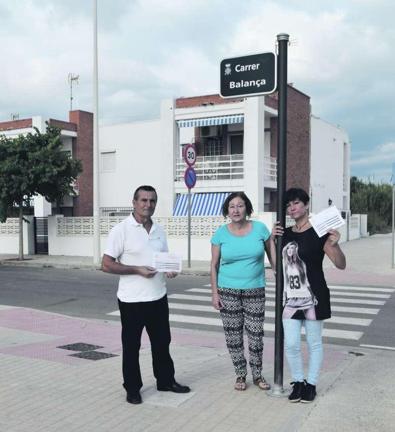 Vecinos afectados de la calle de Almardà. EPDA