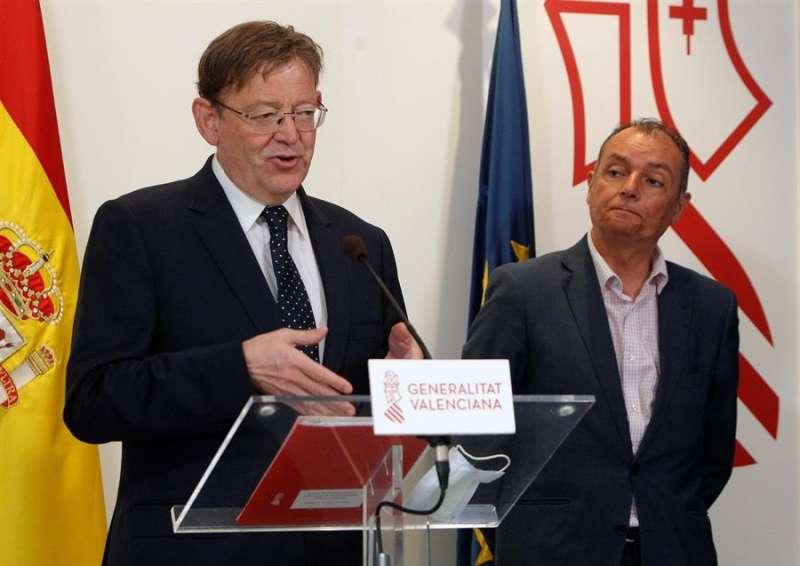 El president de la Generalitat, Ximo Puig, y el presidente de la CEV, Salvador Navarro (d), durante la rueda de prensa ofrecida tras la constitución del Foro para el Desarrollo de Infraestructuras y Edificios Sostenibles