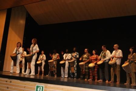Momento de la actuación con música y danzas africanas. Foto EPDA