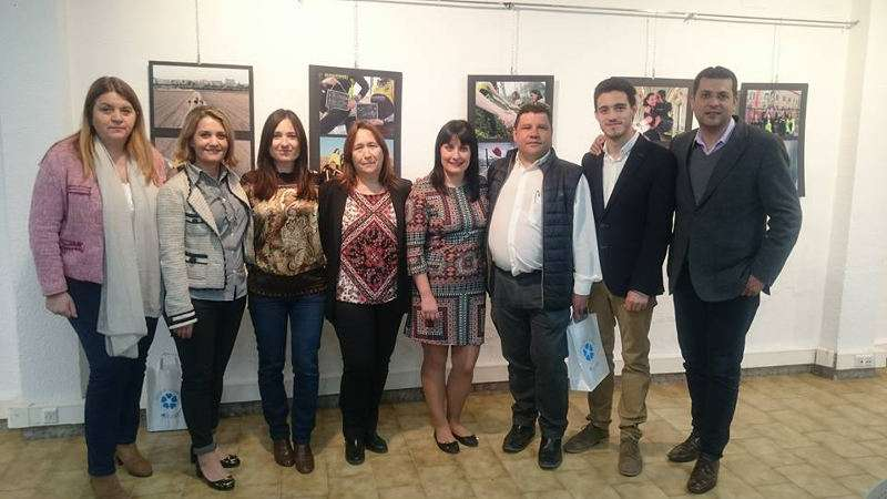 Corporación del Ayuntamiento de Alfafar en la exposición de L