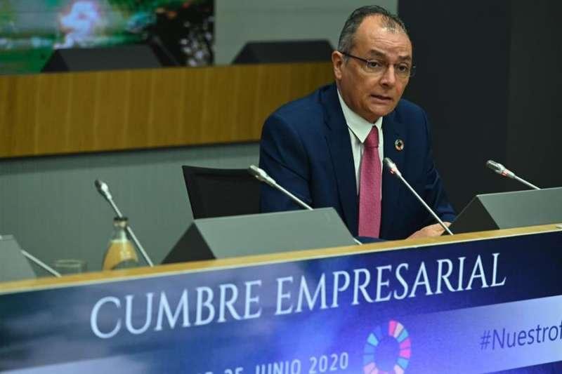 El presidente de la CEV, Salvador Navarro, durante su intervención en la cumbre empresarial de la CEOE. EFE