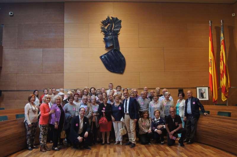Foto con los vecinos de Bartolomé Nofuentes con el alcalde y algunos vecinos de Aldaia