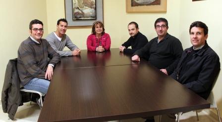 Conxa García reunida con la nueva Junta Directiva de la Cofradía Verge de Vallivana. Foto: EPDA.