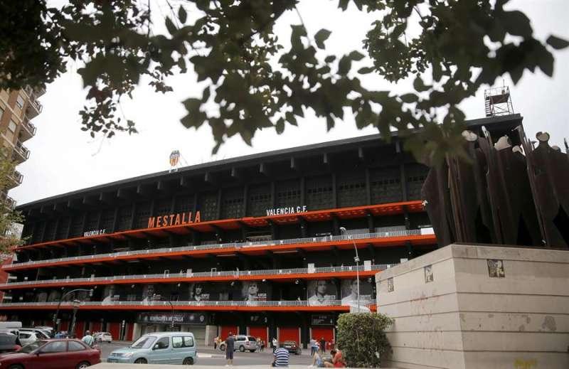 Vista general de la fachada del estadio de Mestalla. EFE