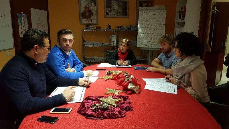 Cabanes, de Sedaví, con otros miembros de la Comisión de Consumo y Comercio de la FEMP en Canyelles. EPDA