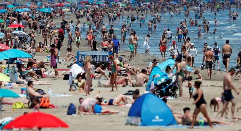 Playa de la Malvarrosa (València), en una imagen de este domingo EFE