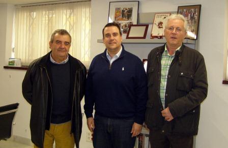 El Diputado Provincial junto con el alcalde de Alfara del Patriarca y el primer teniente alcalde.