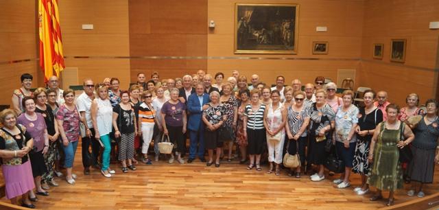 Foto de grupo con los mayores de Guadassuar. FOTO: DIVAL