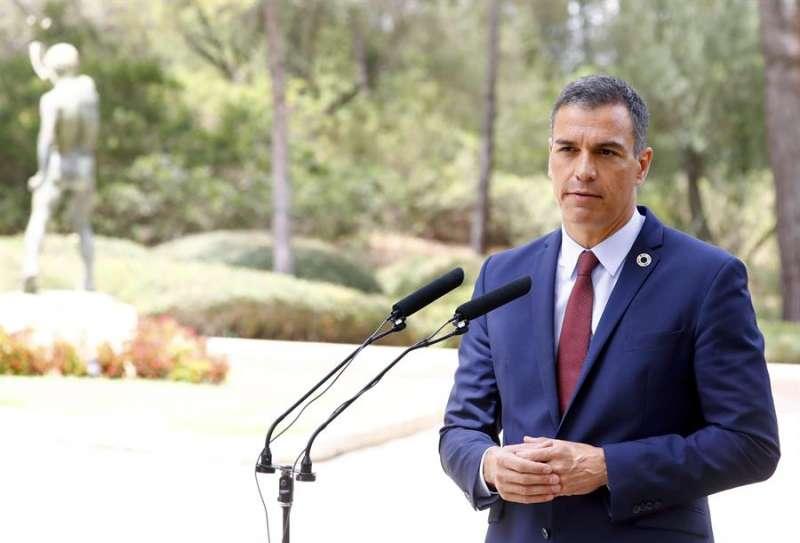 El presidente del Gobierno, Pedro Sánchez, durante su comparecencia ante los medios tras la audiencia con el rey.EFE