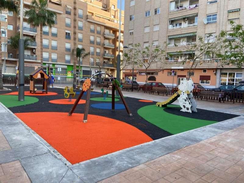 Parque Infantil en la plaza Ángel Perales.