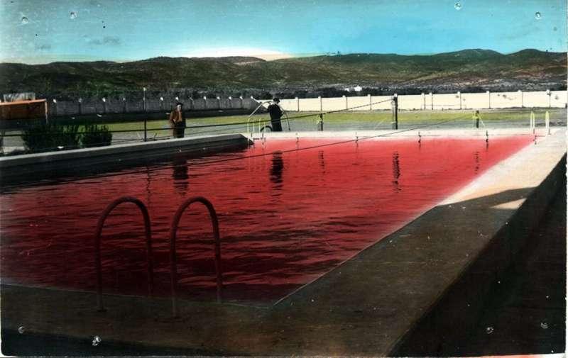 La piscina de Casinos llena de vino. //EPDA