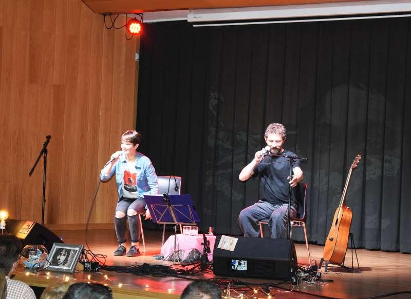Bona música, sentiments i rialles al concert de Mireia Vives i Borja Penalba