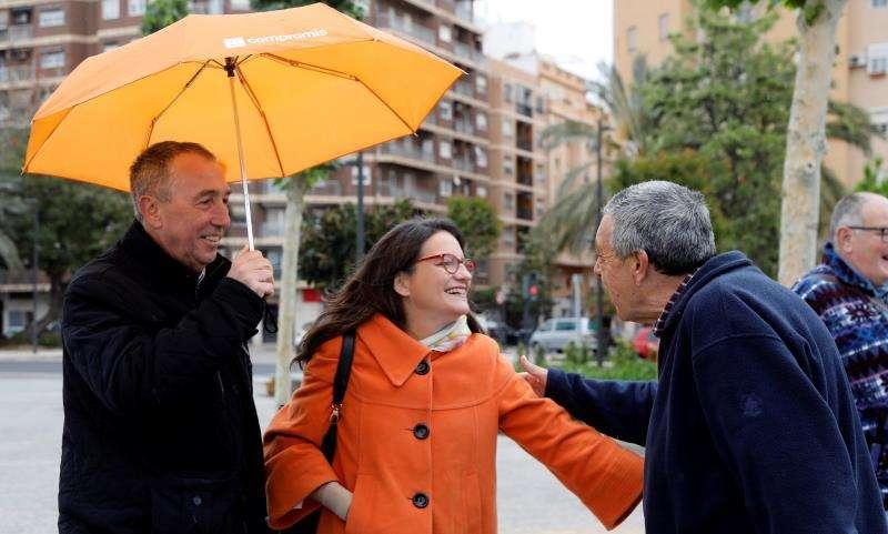 La candidata de Compromís a la Presidencia de la Generalitat, Mónica Oltra, y el cabeza de lista de esta formación al Congreso por Valencia, Joan Baldoví, durante el acto de campaña el Parque Central de València. EFE