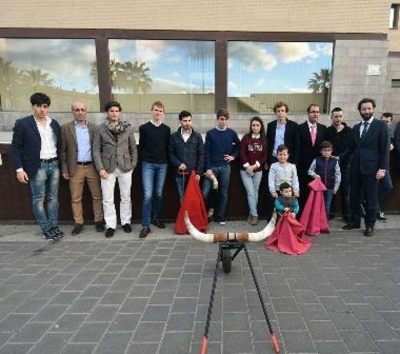 Figuras del toreo, cargos provinciales y aficionados en la celebración de la jornada taurina en Albuixech. //EPDA