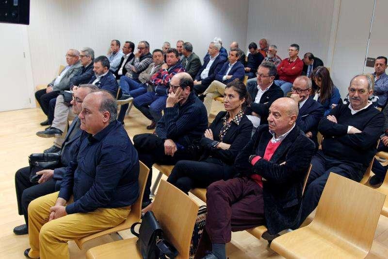 Imagen del banquillo de los acusados en la pieza del caso Brugal, cuyo juicio empezó en marzo en la Audiencia Provincial de Elche. EFE