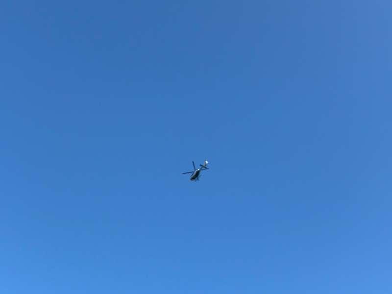 Un helicóptero sobrevuela la zona