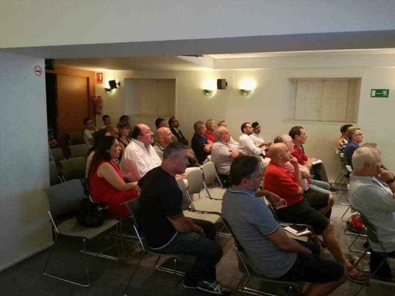 Algunos de los asistentes a la reunión del martes. FOTO EPDA