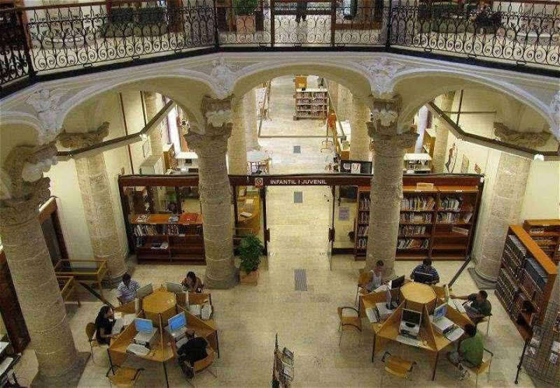 El Ateneo Mercantil de Valencia ha decidido premiar la carrera literaria de Espido Freire
