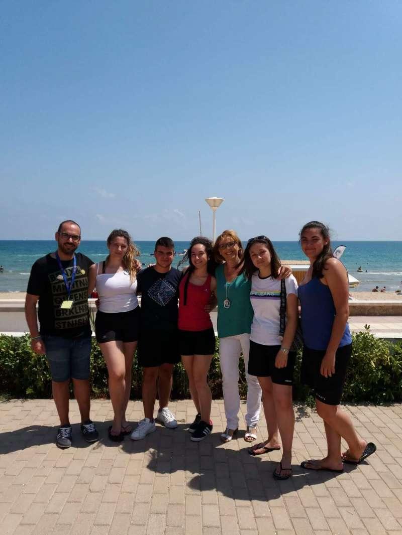 Fran, Lola Celda y jóvenes de Marines. / EPDA