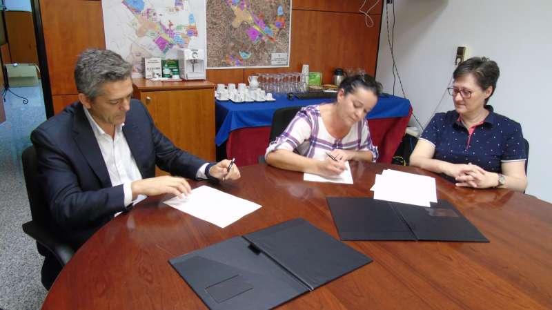 Moment de la firma del conveni. //EPDA