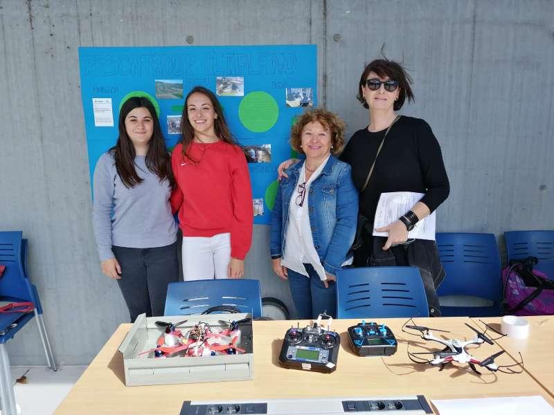 Participantes del IES Oleana en la Feria Aérea