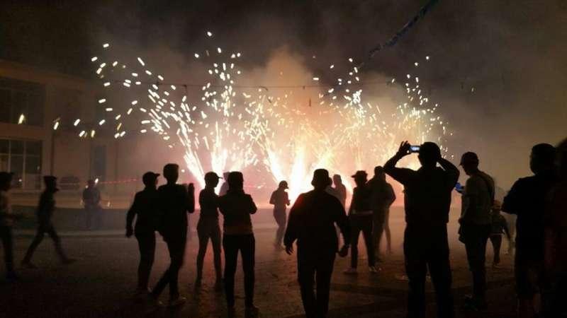 El foc és un dels elements de les festes d?Alfara de la Baronia. EPDA