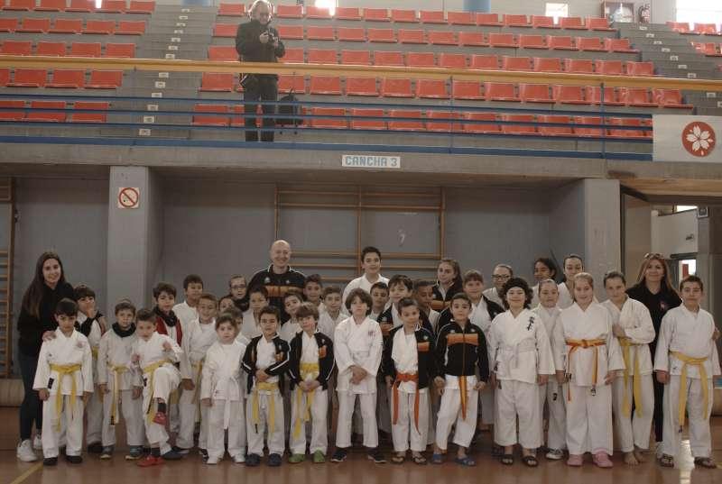Foto amb alguns del joves participants