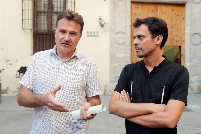 El concejal Grezzi, y el directorde la EMT, Josep Enric García Alemany. EFE/Försterling