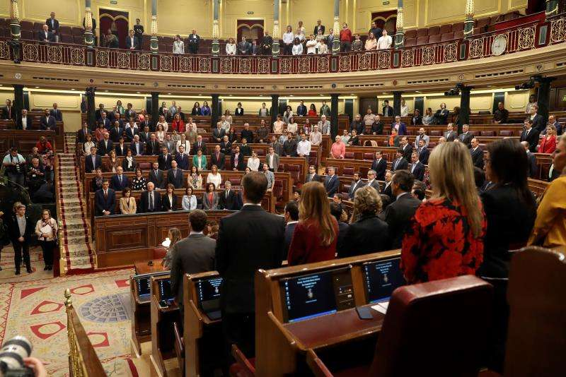 El pleno del Congreso de los Diputados guarda un minuto de silencio. EFE/Archivo
