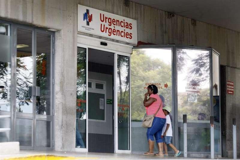 Entrada a las urgencias de un hospital. EFE.