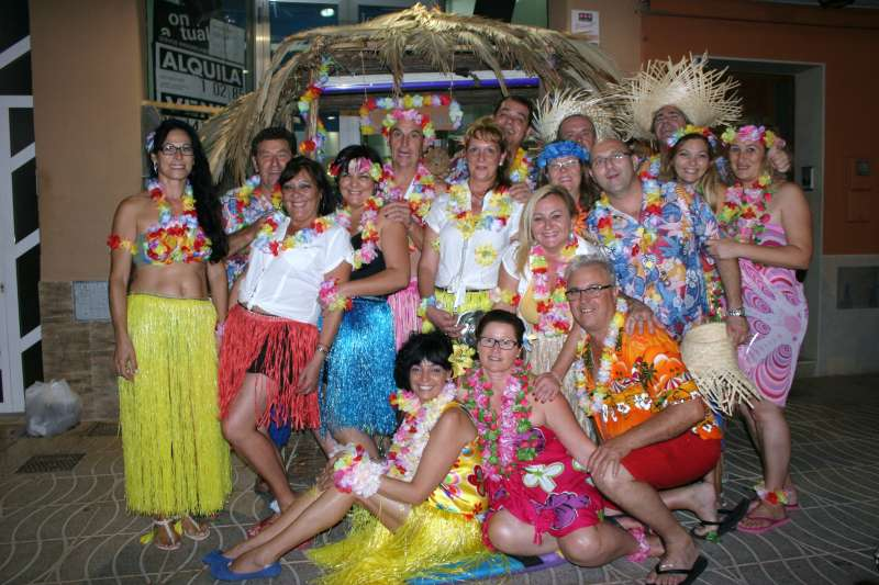 Una de las cuadrillas en el baile de disfraces de Rafelbunyol. EPDA