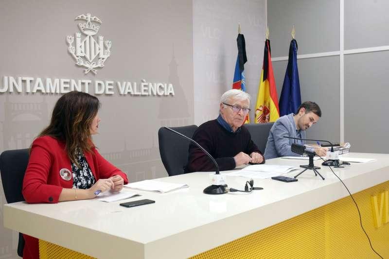 Rueda de prensa de Joan Ribó, junto a Sandra Gómez y Sergi Campillo.