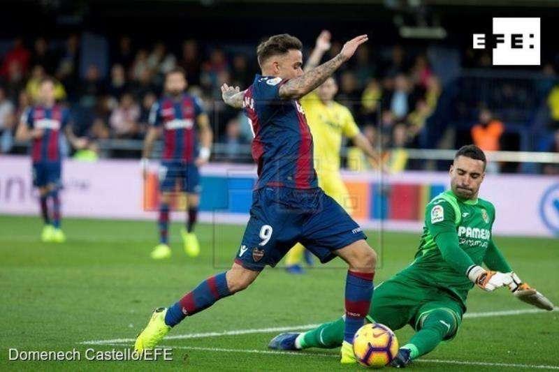 Una jugada del Villarreal-Levante. FOTO EFE