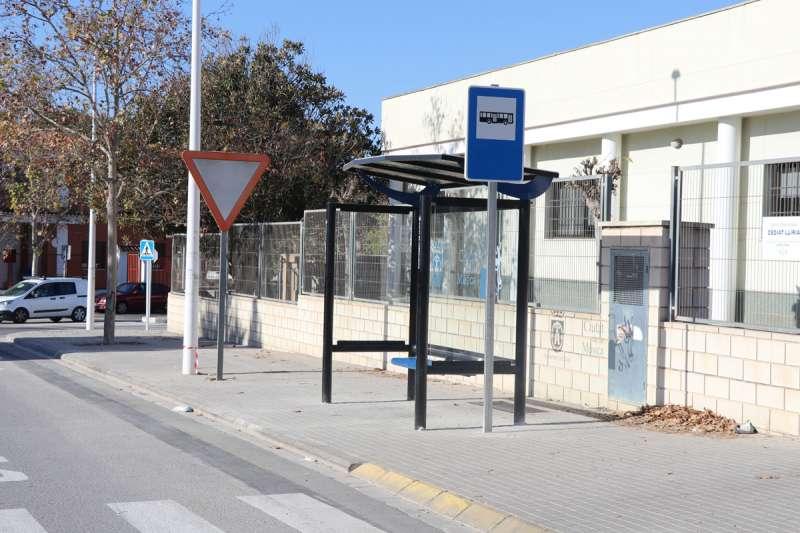 Parada del autobús en el Polígono de Rascanya. / EPDA